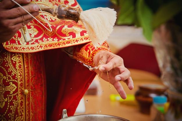Sacerdote durante una cerimonia
