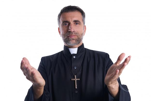 Sacerdote mani aperte braccia pregando