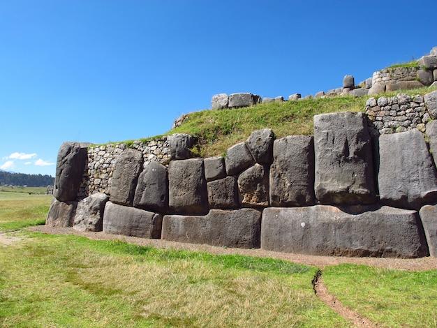 Sacsayhuaman, rovine della fortezza di cusco, inca empire, perù