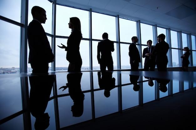 Sagome di uomini d'affari