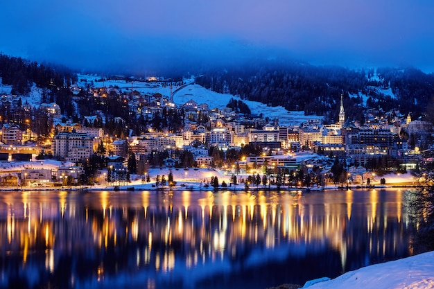 Saint moritz resort di notte