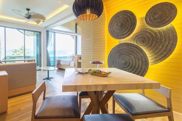 Sala da pranzo moderna in casa di lusso