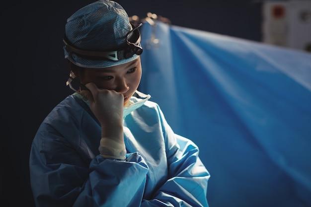 Sala operatoria del chirurgo femminile