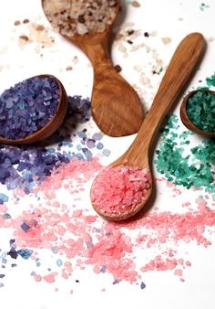 Sale da bagno colorato sparso