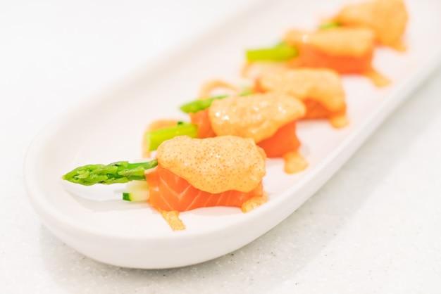 Salmone roll asparagi