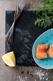 Salmone salato con aneto