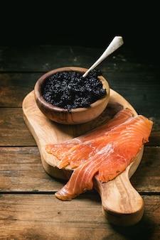 Salmone salato e caviale nero