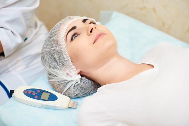 Salone di bellezza, trattamento dell'acne, cura della pelle, bellezza del viso