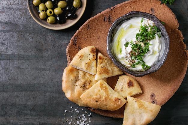 Salsa di formaggio fresco libanese labneh