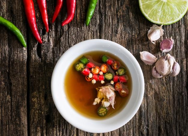 Salsa di pesce thailandese a tre gusti.