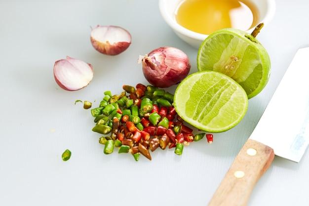 Salsa di pesce thailandese a tre gusti