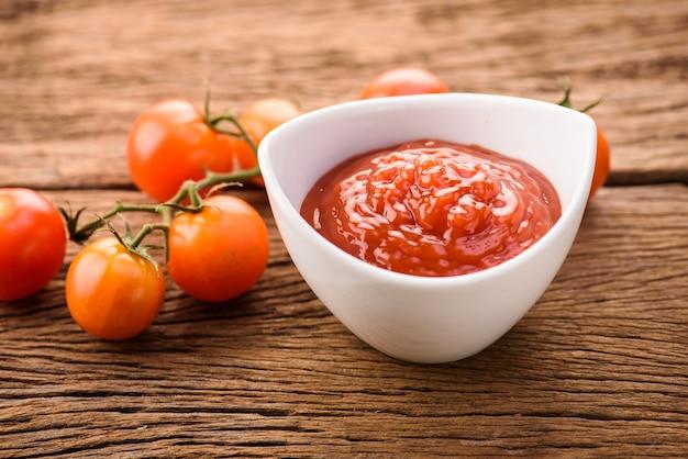 Salsa di pomodoro con pomodoro fresco