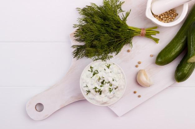 Salsa e ingredienti tzatziki.