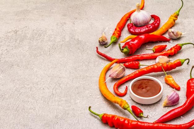 Salsa tradizionale sriracha con ingredienti