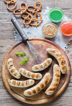 Salsicce alla griglia con salatini