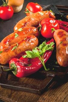 Salsicce alla griglia e verdure