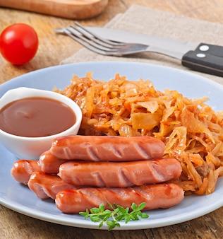 Salsicce e cavoli fritti