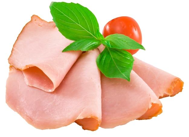 Salsiccia affumicata affettata isolata