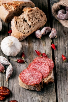 Salsiccia e pane