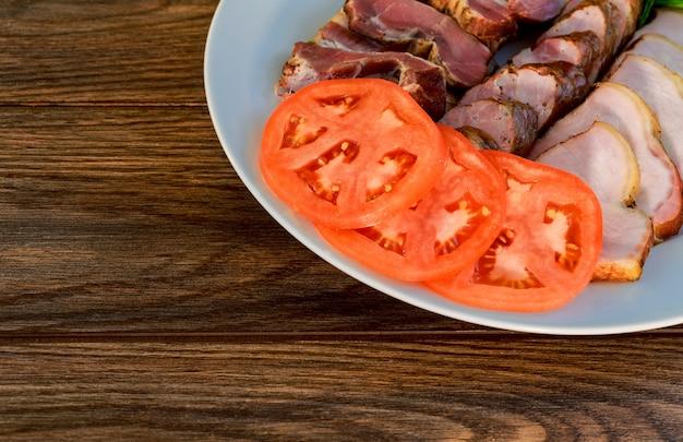 Salumi assortiti - prosciutto, salsiccia, salame, parma, prosciutto