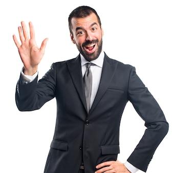 ___ salutando