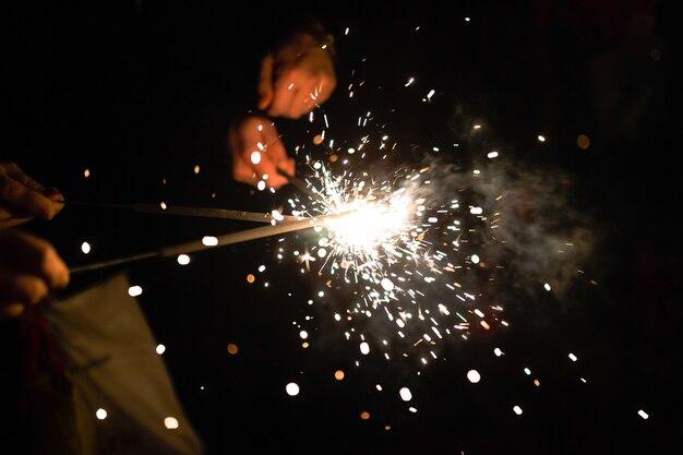 Saluto. fuochi d'artificio. sparklers