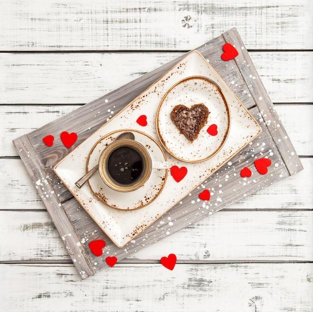 San valentino decorazione cuori rossi romantico caffè per la colazione