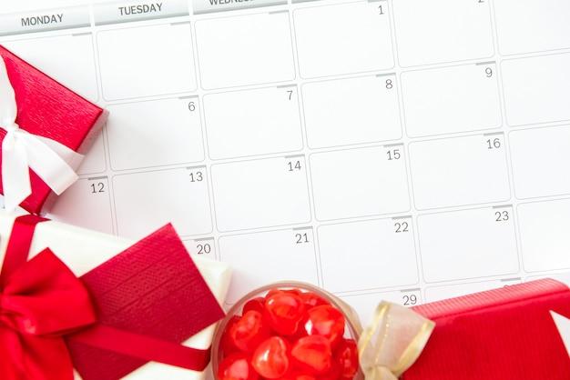 San valentino o regali di nozze sul calendario