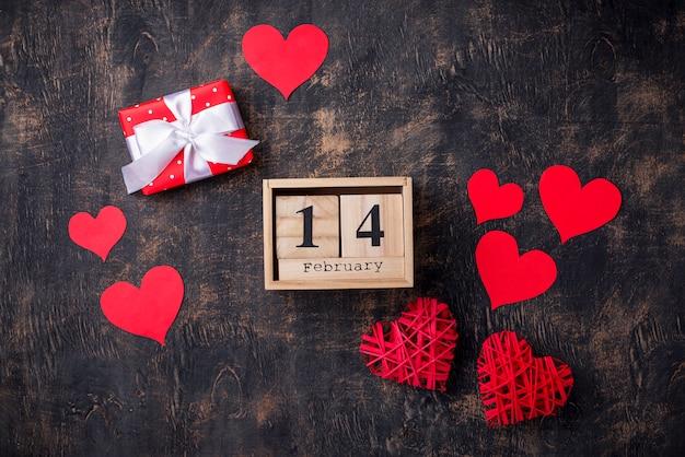 San valentino sfondo con cuori rossi