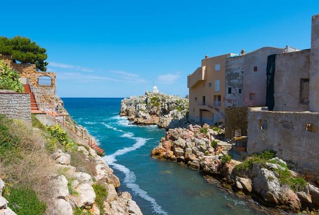 Sant'elia, nella città di santa flavia, in sicilia. antico borgo marinaro vicino a palermo