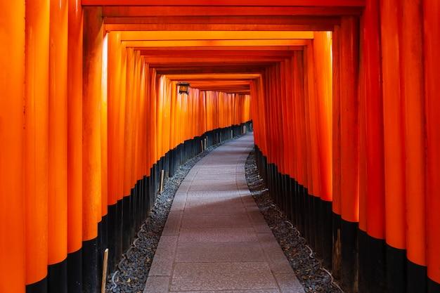 Santuario fushimi inari a kyoto, in giappone
