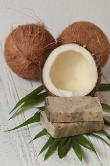 Sapone di cocco. sapone con estratto di cocco