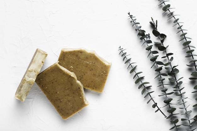 Sapone sfaldato usato nella spa per trattamenti naturali
