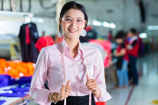 Sarta asiatica in una fabbrica tessile