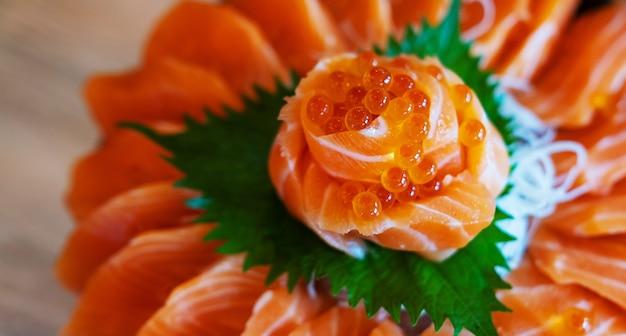 Sashimi crudo di salmone, stile di cibo giapponese