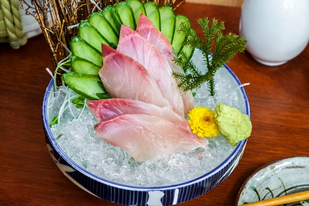 Sashimi di pesce crudo giapponese fresco
