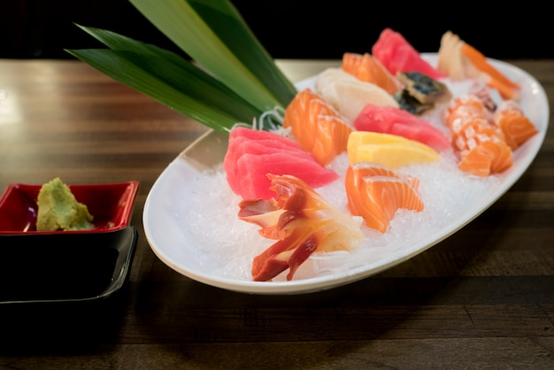 Sashimi salmon tuna hamachi prawn and surf set calmo