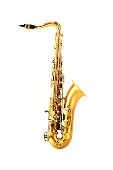 Sassofono dorato di sax tenore isolato su bianco