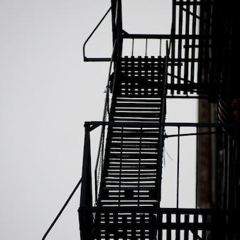 Scala antincendio esteriore su costruzione a manhattan, new york city, usa