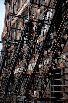 Scala antincendio esteriore su un edificio a boston, massachusetts, usa
