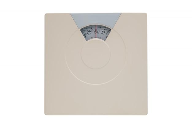 Scala del peso o scala del bagno isolata su bianco