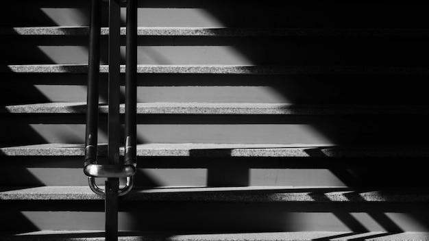 Scala e ombra - monocromatico