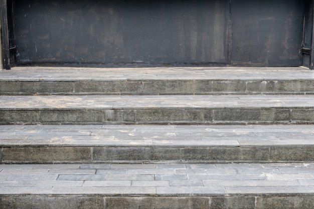 Scala per pavimento in piastrelle di granito con nero