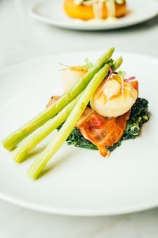 Scallops shell con pancetta e asparagi