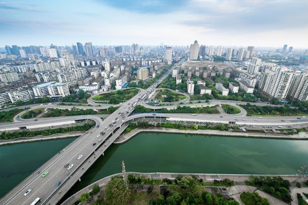 Scambio della strada principale della città in schang-hai sull'ora di punta di traffico