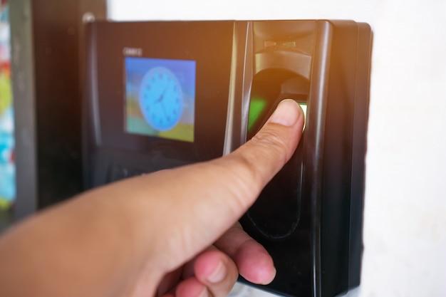 Scansione scanner per impronte digitali o impronte digitali per la registrazione all'orario di lavoro