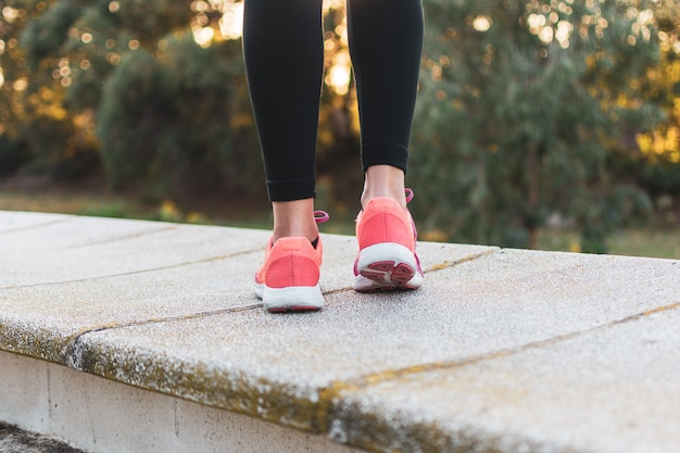 Scarpe da corsa per le donne nel parco