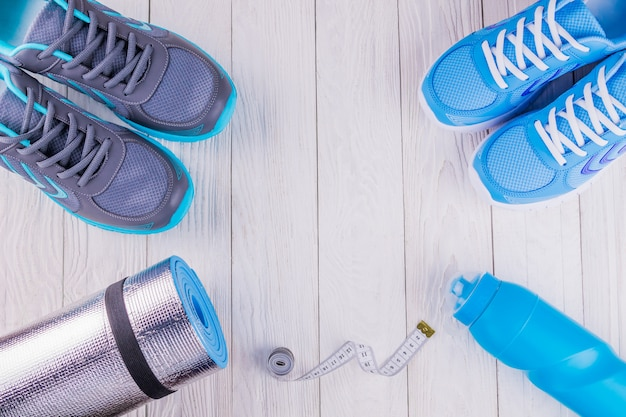 Scarpe da ginnastica tappetino bottiglia d'acqua