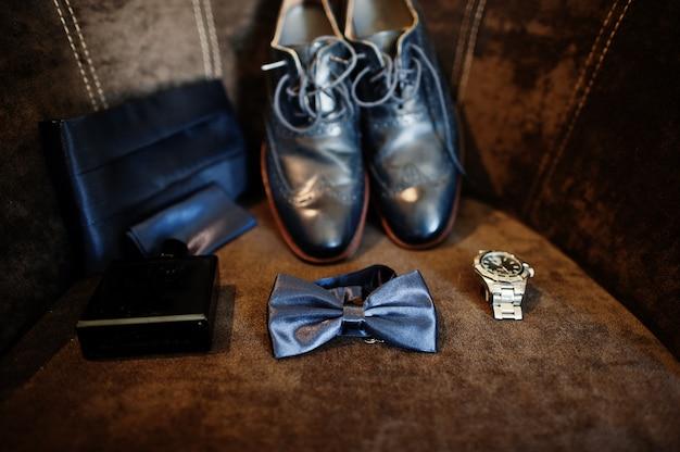 Scarpe da sposa eleganti da uomo alla mattina dello sposo