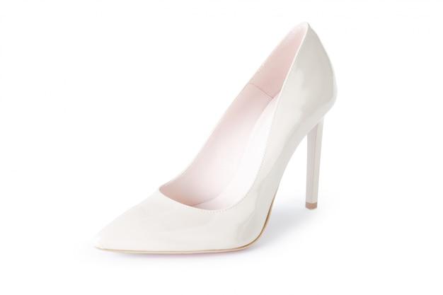 Scarpe dei tacchi alti della donna isolate su bianco